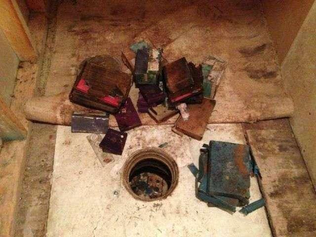 Закопанное сокровище в кладовке дома (17 фото)