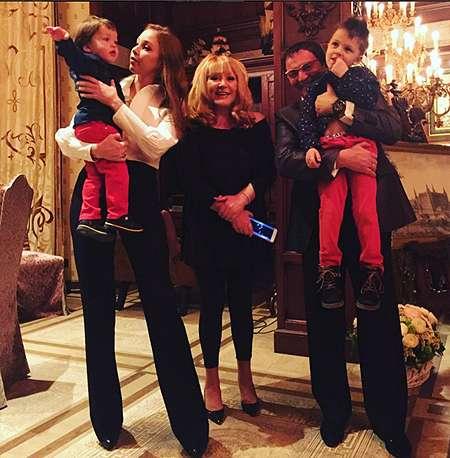 Алла Пугачева, Дмитрий и Полина Дибровы  с детьми