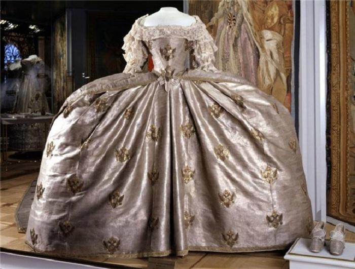 Величие и роскошь: коронационные платья российских самодержавных императриц