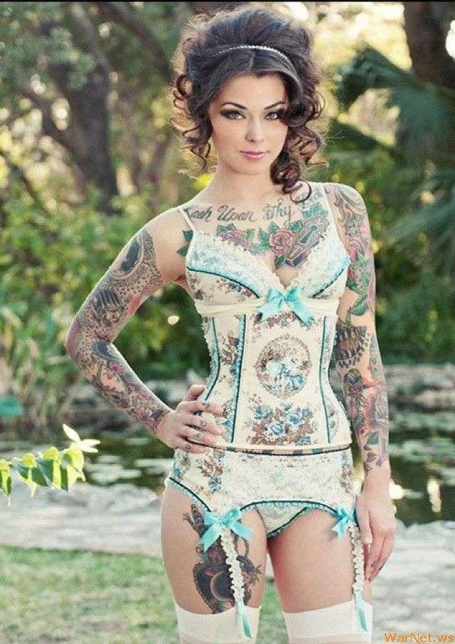 Сексуальные девушки с татуировками (49 фото)