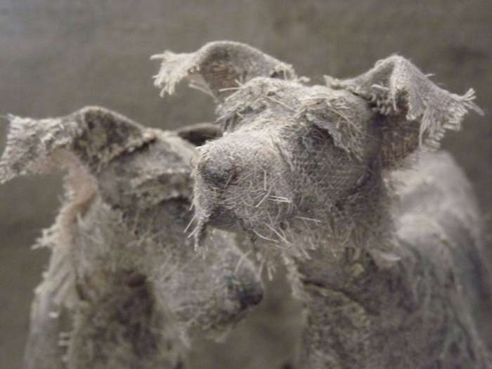 Грустные собаки из… старых тряпок