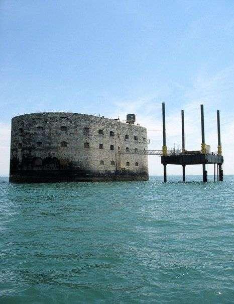 История Форта Байяр: 200 лет попыток строительства
