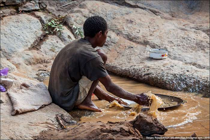 10 долларов за грамм. Как намывают золото в Африке