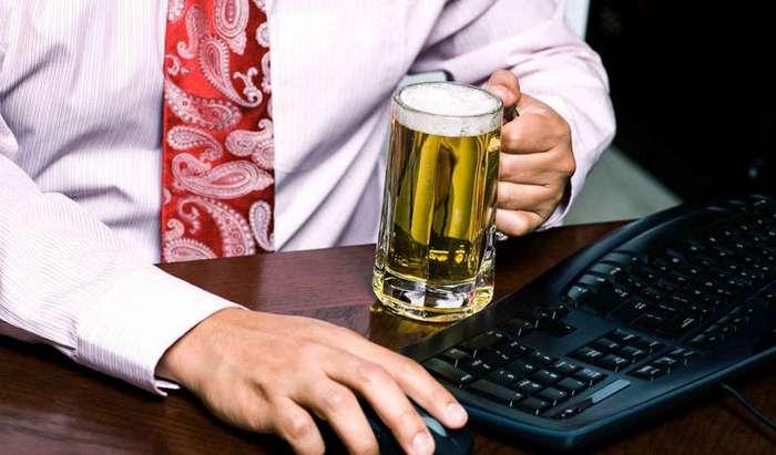 10 рабочих мест, где можно и нужно употреблять алкоголь