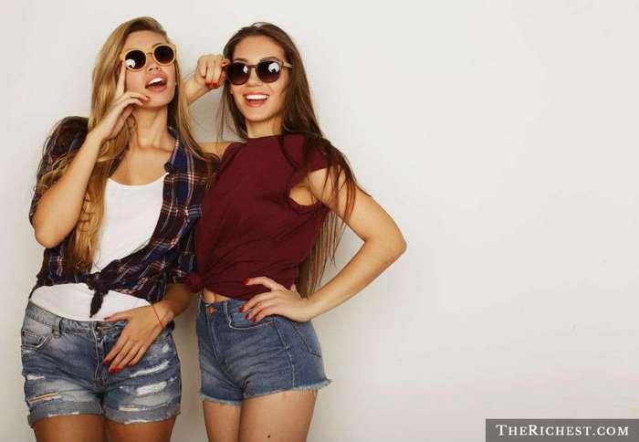 10 стран с безумно красивыми девушками