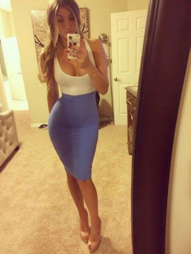 Ничто так не красит девушку, как обтягивающее платье...