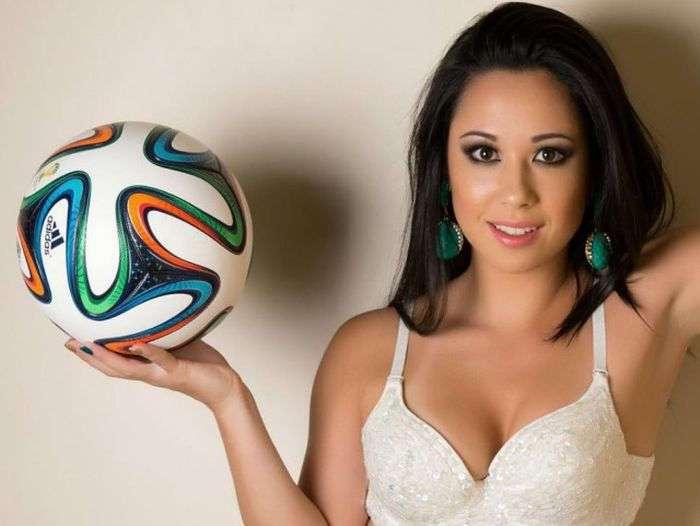 Прекрасная Ракель Бенетти - одна из лучших фристайл-футболисток мира