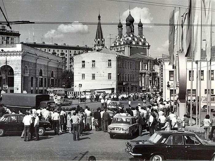 28 июля 1980 года Москва прощалась с Высоцким .