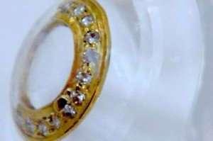 Золотые контактные линзы, инкрустированные бриллиантами
