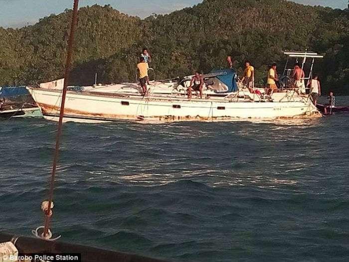 К берегам Филиппин прибило яхту-призрак с мумией капитана на борту