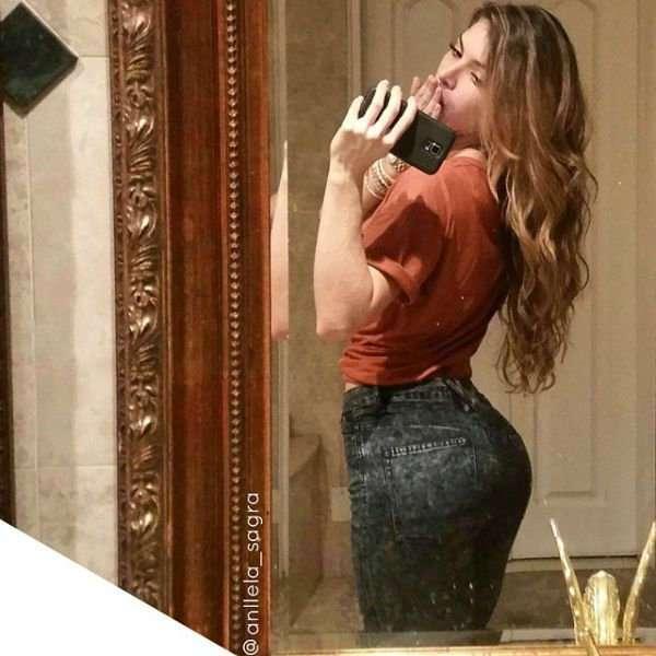 Дамочки в завлекающих джинсах