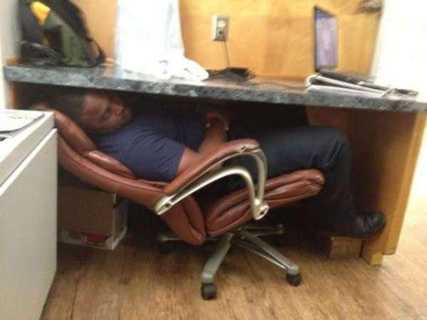 16 прикольных фото уснувших людей