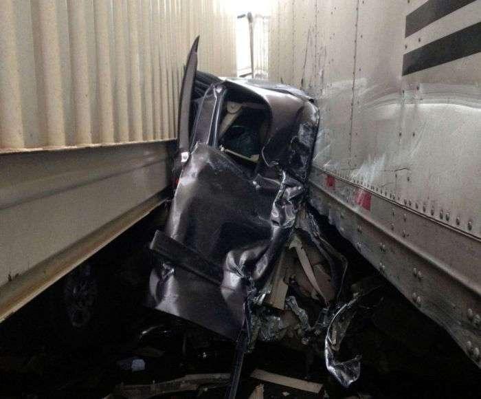 Везучий водитель чудом выжил в страшном ДТП