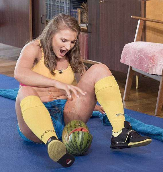 Кортни Олсон - девушка с невероятно сильными ногами