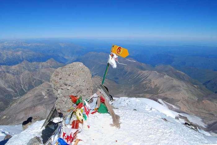 8 самых красивых гор России, которые так и тянет покорить