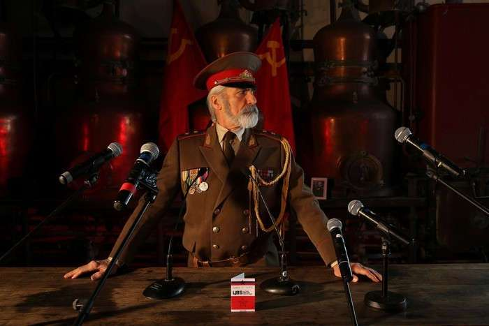 9 увлекательных снимков советских вечеринок, которые проводят в Париже