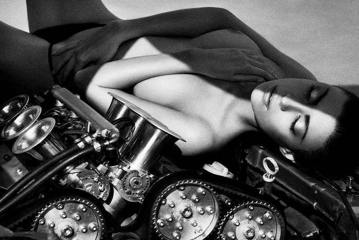 Сексуальные и динамичные работы Саймона Бродзиака