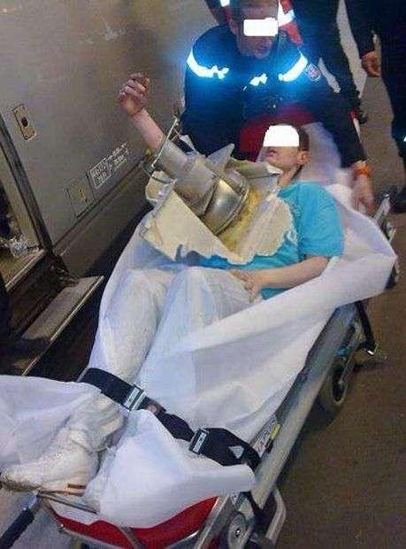 Попытка достать упавший в унитаз мобильник закончилась на хирургической койке