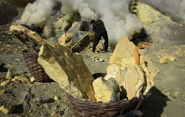 Cборщик серы: самая тяжелая профессия в мире