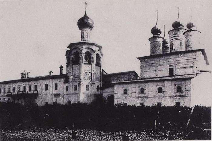 Чудеса русской архитектуры: каменный собор, построенный на крохотном острове