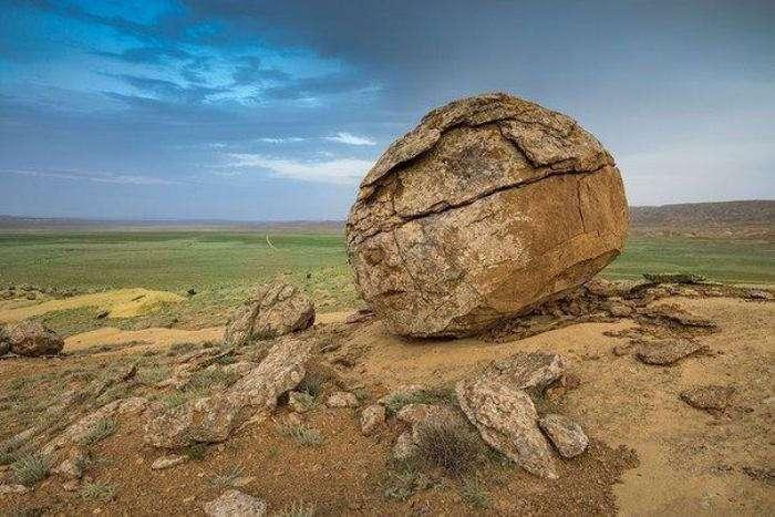 Долина шаров – загадочное место в Казахстане
