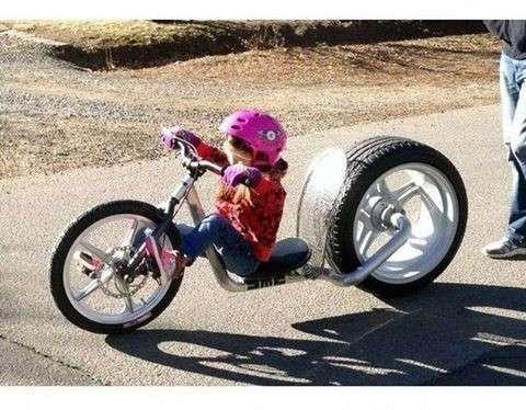 Ребенок на крутом велосипеде папа, папа жжёт, прикол, родители, юмор