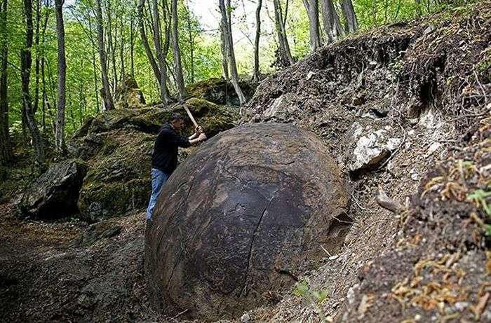 В Боснии нашли неизвестный гигантский шар