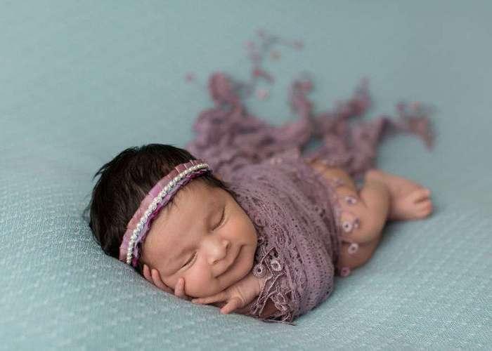 Младенцы улыбаются