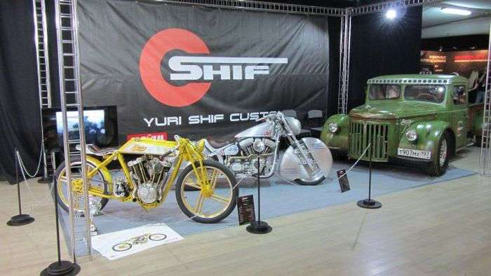 Белорусские мастера кастомайзинга представили мотоцикл «Юрий Гагарин»