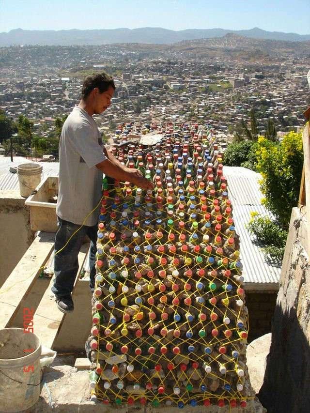 Дом из пластиковых бутылок своими руками