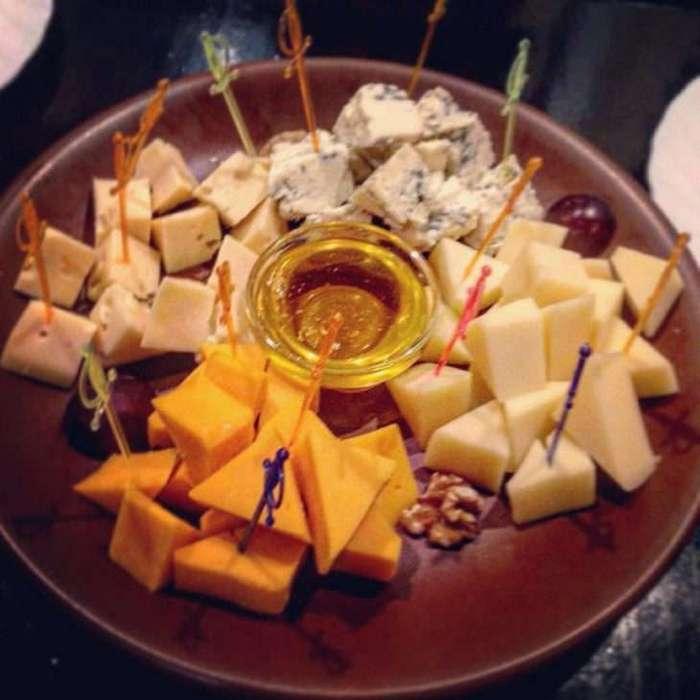 Французам показали фото еды, которую в России относят к «французской» кухне. Реакция незабываема!