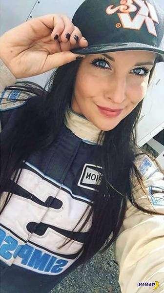Горячая гонщица в NASCAR!