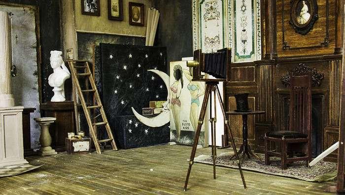 Художник воссоздал фотостудию 1900-х годов в миниатюрном формате