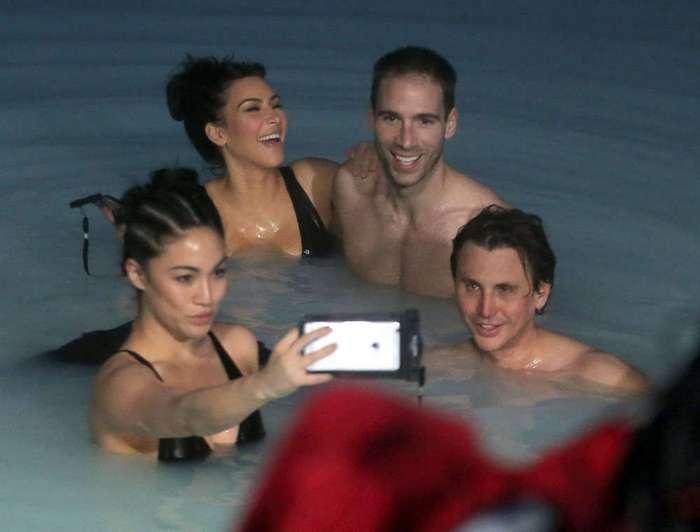 Ким Кардашян в купальнике