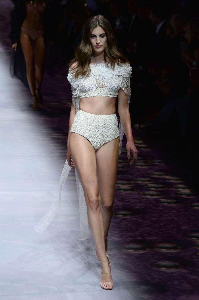 Показ нижнего белья на Неделе моды в Париже