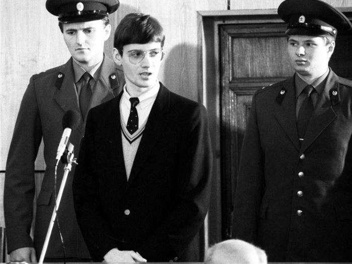 Миссия мира: как пилот-любитель посадил самолет на Красной площади, и что с ним случилось после этого