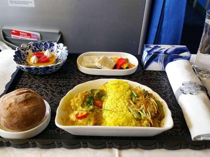 Что можно смело есть, а от чего лучше воздержаться во время перелетов