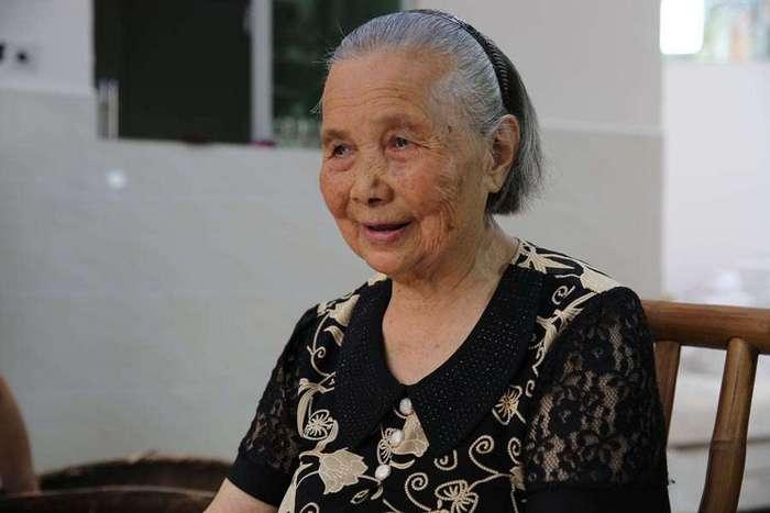 86-летняя китаянка возродила деревню, продавая яйца через интернет