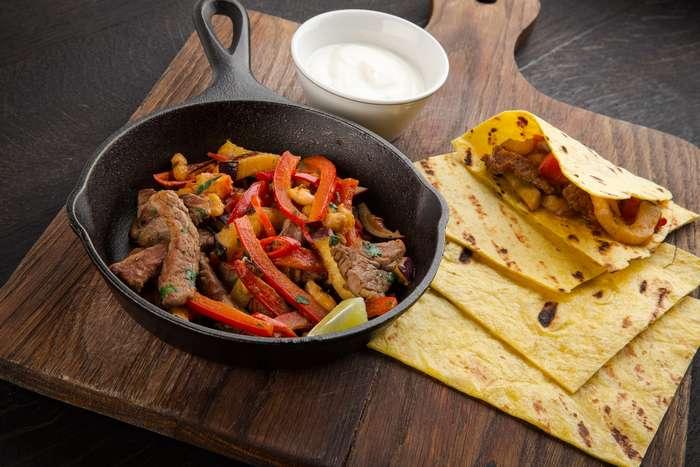 Фахитос – популярное блюдо традиционной мексиканской кухни