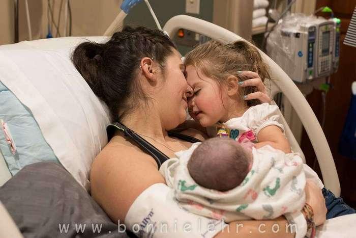 Фото младенцев в первые мгновения жизни