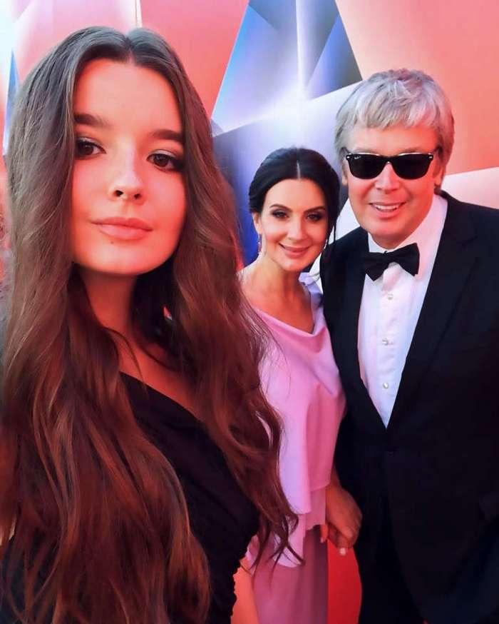 Для детей российских олигархов и знаменитостей лето не закончилось