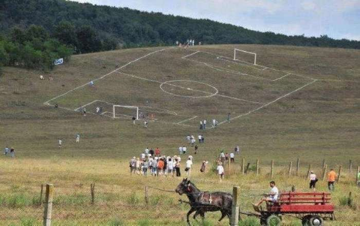 Самые необычные и странные футбольные поля