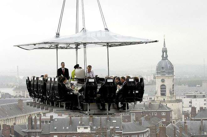 Ужин в небесах: самый необычный ресторан, где можно перекусить и пощекотать себе нервы