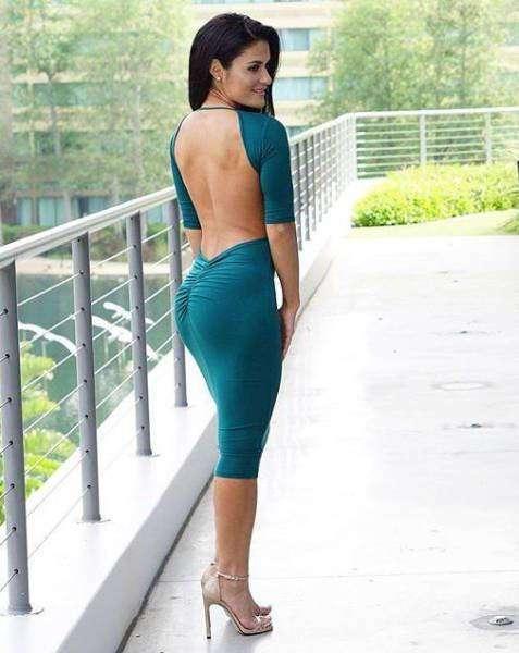 Горячие красотки в обтягивающих платьях