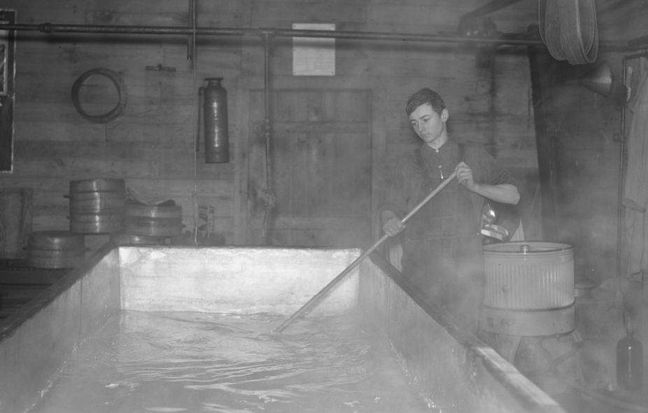 20 редких исторических фотографий, на которых запечатлены процессы различных производств