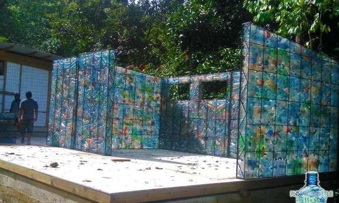 В Панаме строят деревню из пластиковых бутылок