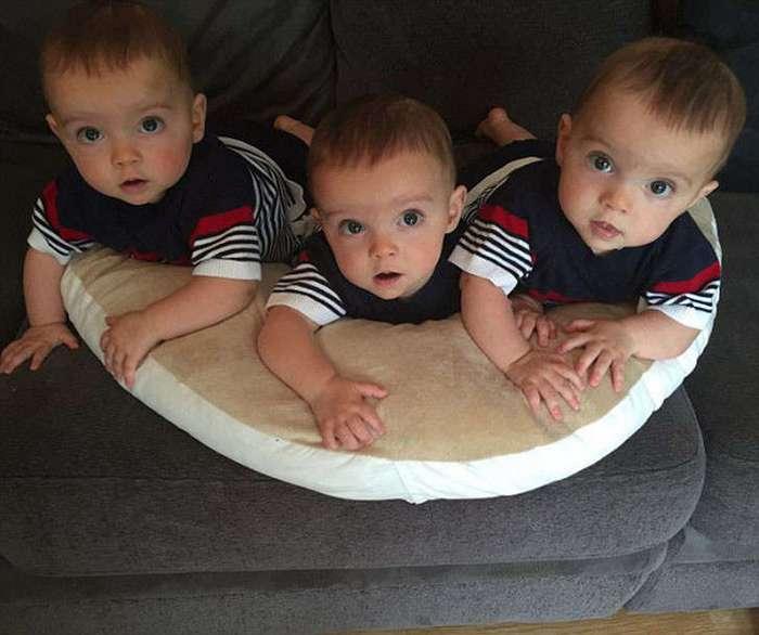 Генетическая ксерокопия: британские тройняшки, которых различает только родная мать