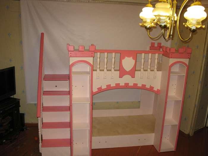 Кровать замок