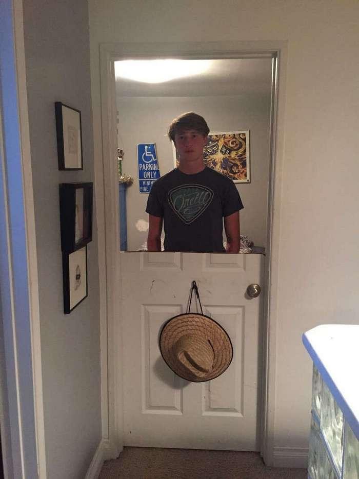 Отец преподал урок сыну-подростку, который сильно хлопал дверью
