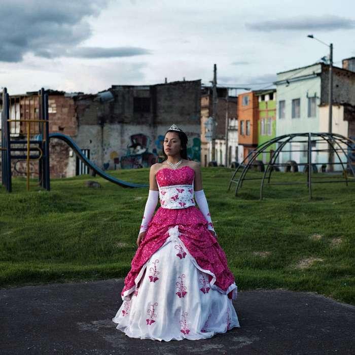 Ради праздника для дочки колумбийские родители готовы снять последние рубашки